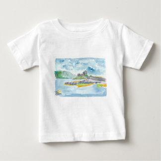 Camiseta De Bebé Fantasía de las montañas de Escocia y castillo de