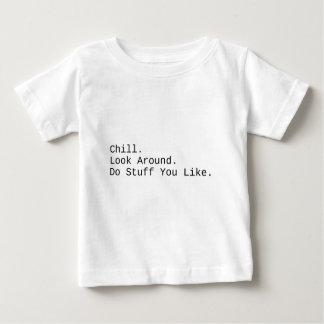 Camiseta De Bebé Frialdad. Mire alrededor