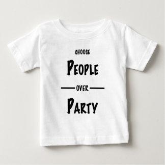 Camiseta De Bebé Gente sobre los regalos del fiesta