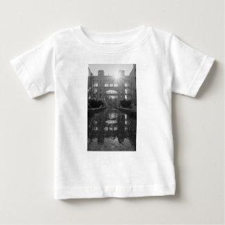 Camiseta De Bebé Grayscale del resplandor solar de Coronado