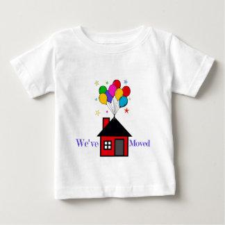 Camiseta De Bebé Hemos movido el nuevo hogar