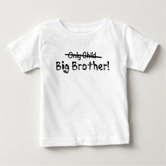 Camiseta De Bebé Hermano mayor (hijo único cruzado hacia fuera)
