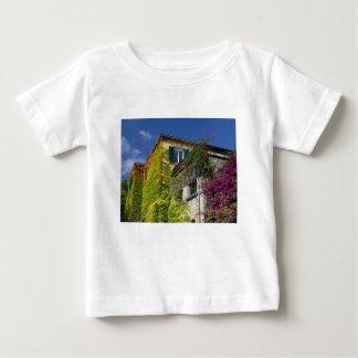 Camiseta De Bebé Hojas coloridas en casa