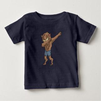 Camiseta De Bebé hombre lobo que frota danza divertida del lenguado