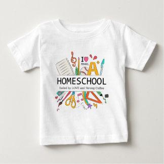 Camiseta De Bebé Homeschool aprovisionó de combustible por amor y