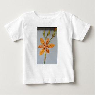 Camiseta De Bebé Iris manchado naranja llamado un lirio de