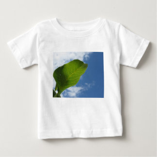 Camiseta De Bebé La hoja de la nuez se encendió por luz del sol