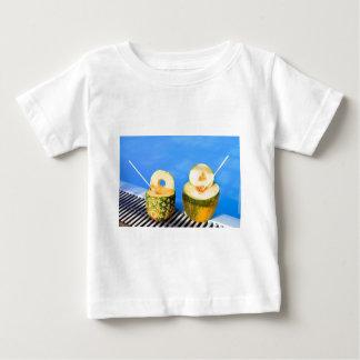 Camiseta De Bebé La piña y el melón dan fruto con la paja en la