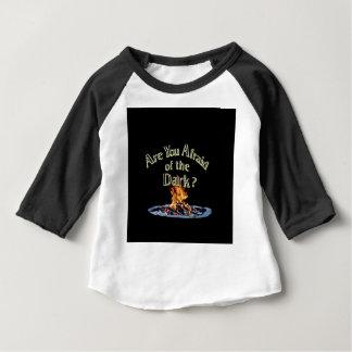 Camiseta De Bebé La pregunta es es usted asustado de la oscuridad