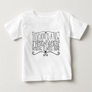 Camiseta De Bebé La televisión es un nuevo medio. Ha llamado un