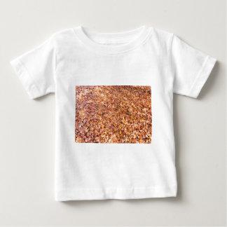 Camiseta De Bebé La tierra cubierta con el árbol de haya se va en