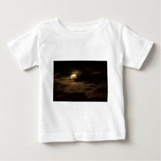 Camiseta De Bebé Luna Llena de noviembre que oculta en las nubes