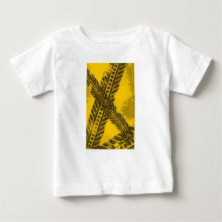 Camiseta De Bebé Marca de camino negra apenada Grunge de la pista