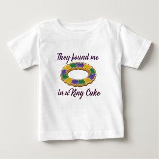 Camiseta De Bebé Me encontraron en un rey Cake