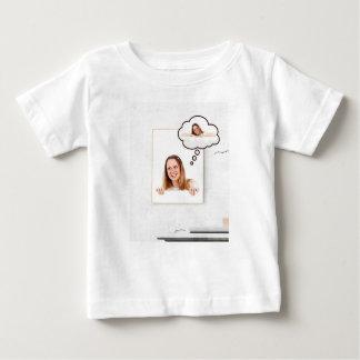 Camiseta De Bebé Mujer rubia que piensa en el tablero blanco