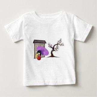 Camiseta De Bebé Muñeca de Sakura con la pared y el cerezo
