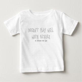 Camiseta De Bebé No juega bien con otros