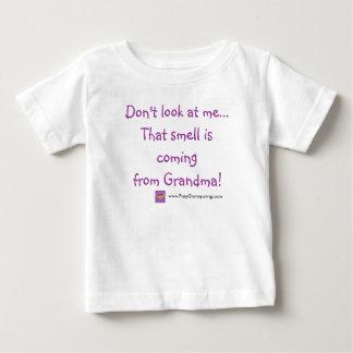 Camiseta De Bebé No me mire… que ese olor está viniendo de…