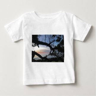 Camiseta De Bebé Océano y árboles