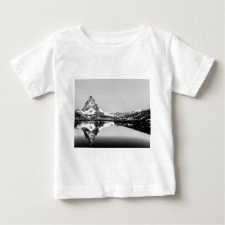 Camiseta De Bebé Paisaje blanco y negro de la montaña de Cervino