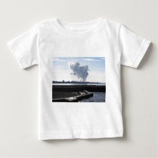 Camiseta De Bebé Paisaje industrial a lo largo de la costa