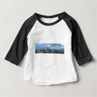 Camiseta De Bebé Panorama de la tarde del horizonte de la ciudad de