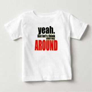 Camiseta De Bebé pensamiento de la otra manera alrededor de la