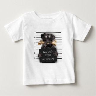 Camiseta De Bebé Perro del Mugshot, barro amasado divertido, barro