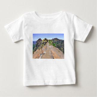 Camiseta De Bebé Pista de senderismo para arriba en montañas en