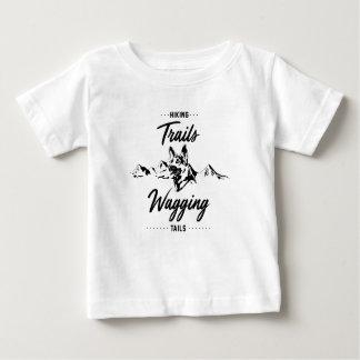 Camiseta De Bebé Pistas de senderismo que menean las colas
