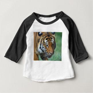 Camiseta De Bebé Primer del tigre del Malay de los alquileres