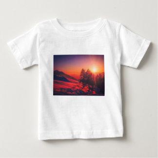 Camiseta De Bebé Puesta del sol de la tarde Nevado