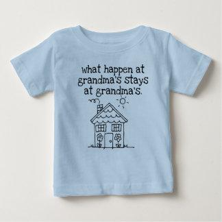 Camiseta De Bebé qué suceden en la casa de la abuela