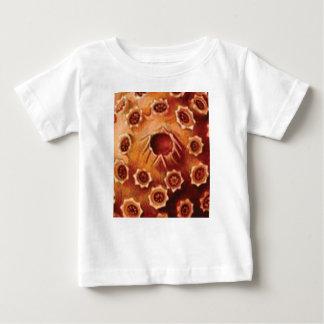 Camiseta De Bebé rupturas rojas de la flor