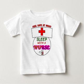 Camiseta De Bebé sienta a la enfermera segura del sueño de la