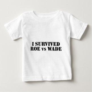 Camiseta De Bebé Sobreviví huevas contra bamboleo