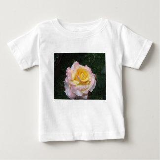 Camiseta De Bebé Sola flor del rosa amarillo con las gotitas de