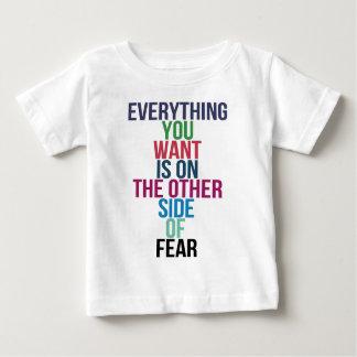 Camiseta De Bebé Todo usted Want está en el otro lado del miedo