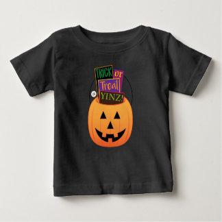 Camiseta De Bebé ¡Truco o invitación Yinz! Diseño