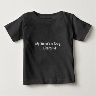 Camiseta De Bebé Un perro de mi hermana
