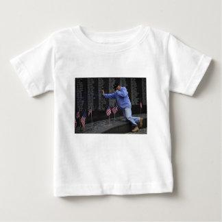 Camiseta De Bebé Visitar la pared conmemorativa de Vietnam, C.C. de