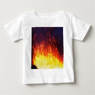 Camiseta De Bebé Volcán de la erupción de la noche: lava de los