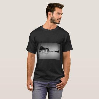 Camiseta de encargo de la reflexión del agua de la