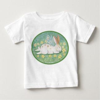 Camiseta de hadas del niño del conejito el dormir