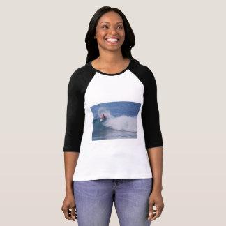 Camiseta de la persona que practica surf