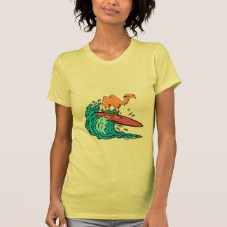 Camiseta de la tabla hawaiana del camello