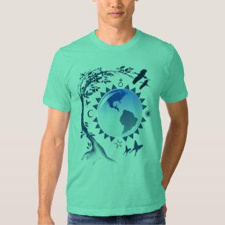 Camiseta de la tierra del abrazo