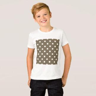 Camiseta de los muchachos con los puntos del café