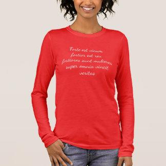 Camiseta De Manga Larga El vino sigue siendo… mujeres fuertes, más fuertes