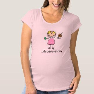 Camiseta De Premamá Figura bebé del palillo bajo construcción